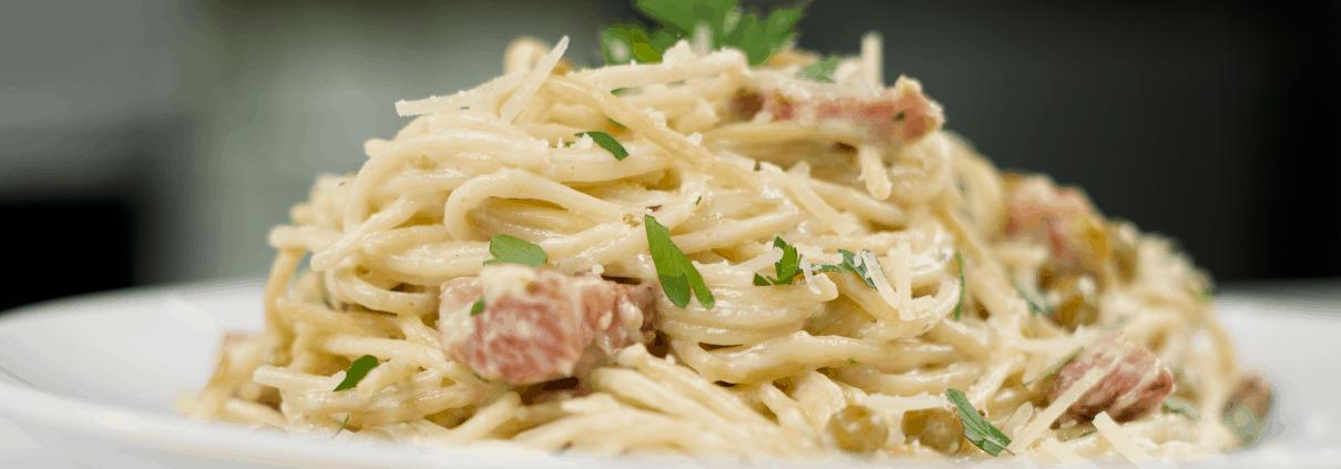 Spaghetti Alfredo estilo vegetariana
