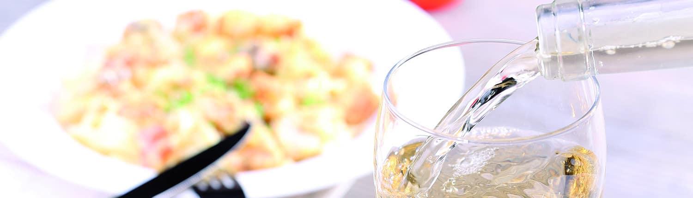 Pasta Lucchetti y vino