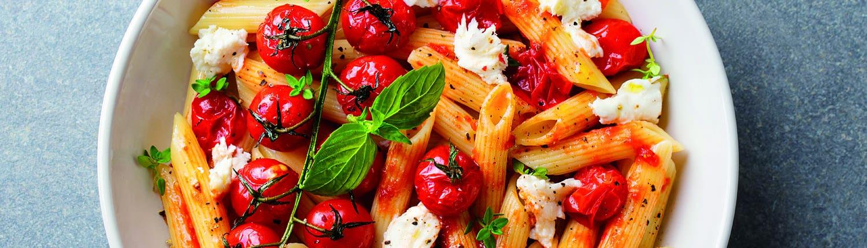 Pasta tradicional Lucchetti con tomate cherry y queso feta